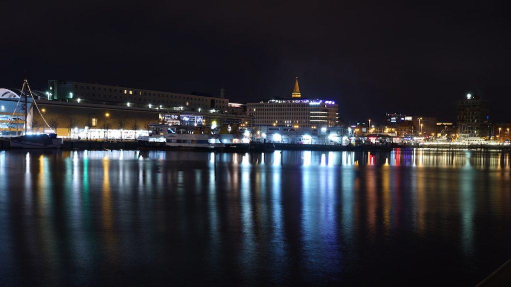Nachtaufnahme vom Hörnufer Kiel
